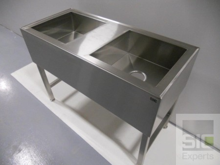 Stainless steel sink on legs