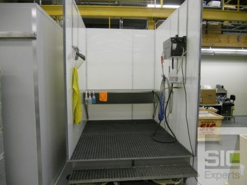 Industrial cleaning enclosure