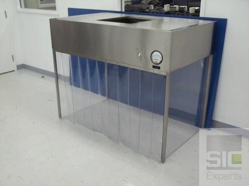 Laboratory laminar flow hood
