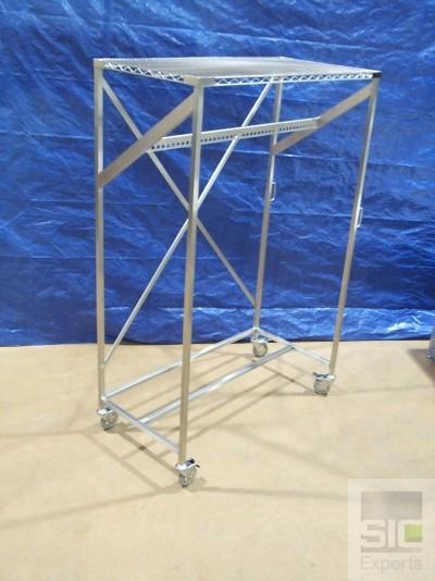 Free standing garment rack
