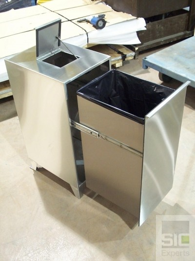 Ventilated stainless steel laboratory trash can SIC07499