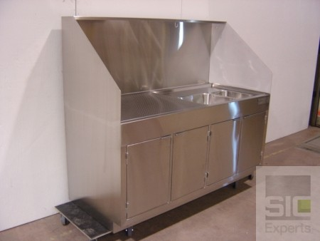 Stainless steel cleaning station
